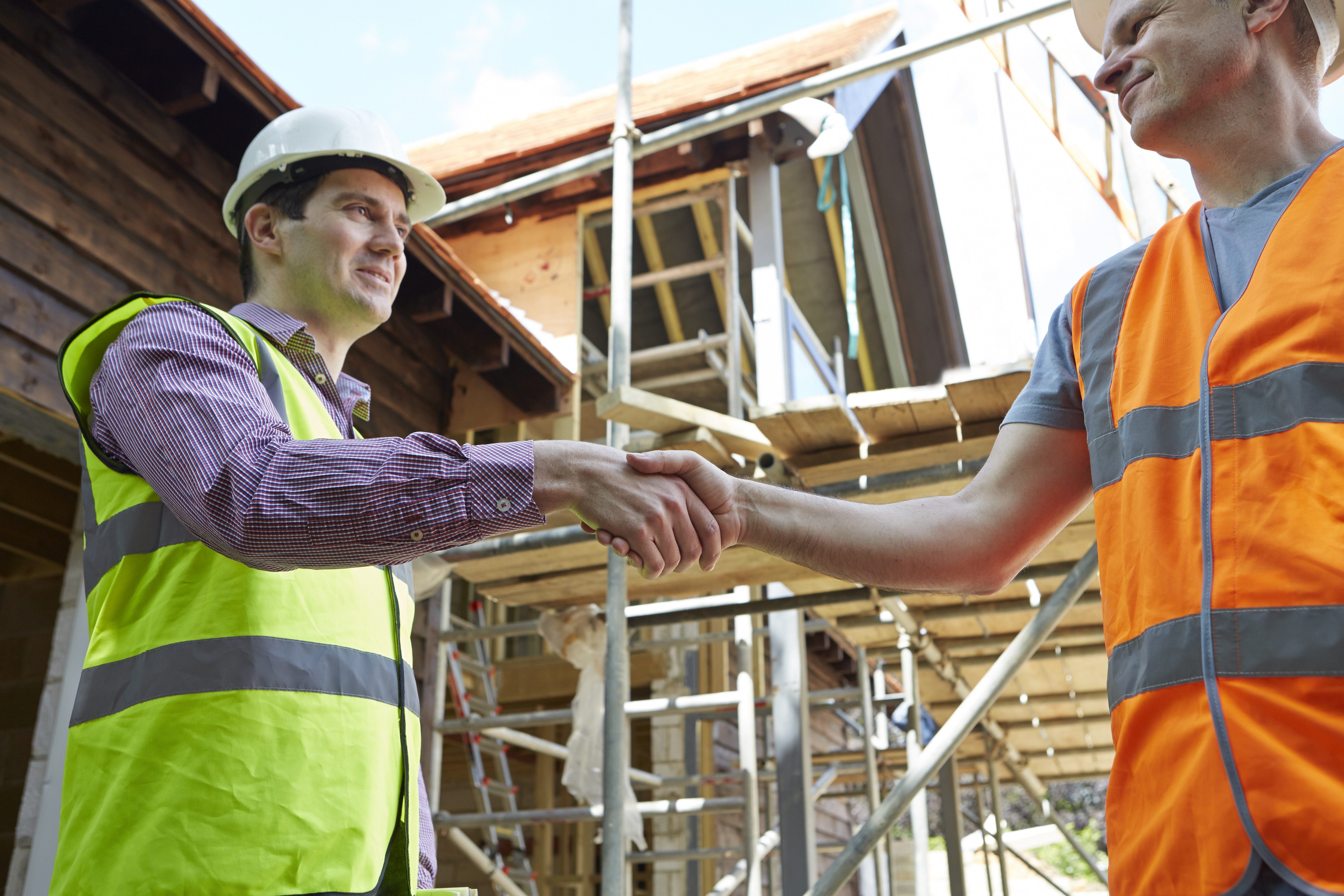 Scaffolder shaking hands with a builder